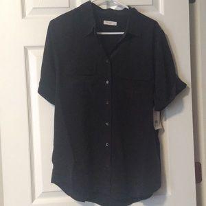 Black silk short sleeve Equipment shirt.